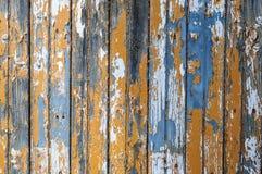 Stara nieociosana drewniana ściana z krakingową farbą Zdjęcie Stock