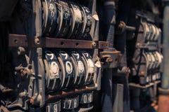 Stara nieociosana paliwowa pompa w wsi Fotografia Royalty Free