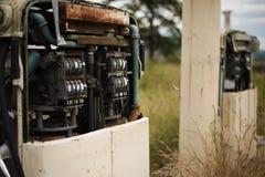 Stara nieociosana paliwowa pompa w wsi Obraz Royalty Free