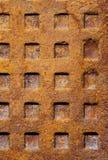 Stara ośniedziała ściekowa manhole tekstura Zdjęcie Royalty Free