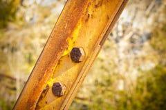Stara ośniedziała żelazna struktura z pytlowymi metali profilami Fotografia Royalty Free