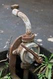 Stara ośniedziała pompa wodna Zdjęcia Stock
