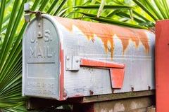 Stara ośniedziała USA skrzynka pocztowa Obrazy Stock
