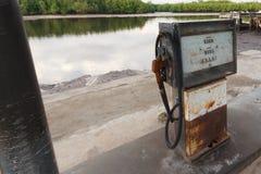 Stara paliwo stacja rzeką Obraz Royalty Free