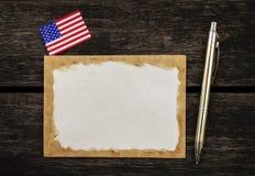 Stara papierowa karta z flaga amerykańskiej i srebra piórem Obraz Royalty Free