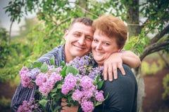 Stara para z kwiatem plenerowym Zdjęcie Stock