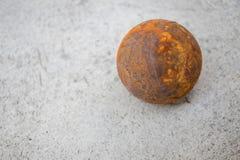 Stara petanque piłka na cementowej podłoga Zdjęcia Stock