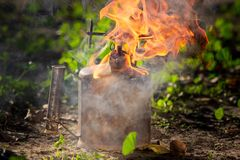Stara pochodnia z płomieniem obraz stock