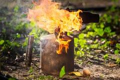 Stara pochodnia z płomieniem fotografia stock
