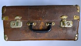 Stara podława walizka zdjęcia stock