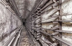 Stara podziemna użyteczności krypta Metro komunikacyjne linie Fotografia Stock