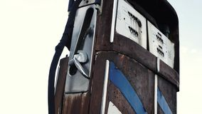 Stara pompa w paliwo staci zbiory