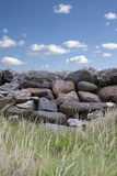 Stara popielata kamienna ściana w okręgu administracyjnym Kerry Irlandia Zdjęcia Royalty Free