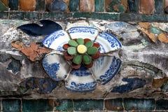 Stara porcelana dekorująca na Wata Arun stupie Zdjęcia Royalty Free
