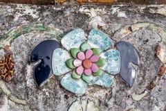 Stara porcelana dekorująca na Wata Arun stupie Fotografia Stock