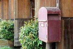 stara pudełkowata pocztę czerwony Zdjęcie Royalty Free