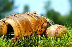 stara rękawica baseballowa balowa Obrazy Stock