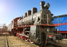 Stara Radziecka lokomotywa na kolejowych śladach Fotografia Royalty Free