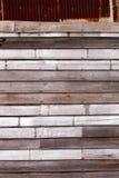 Stara rdza galwanizująca metalu i drewna tytułu ściana Fotografia Royalty Free