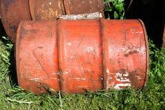 Stara rdzewiejąca baryłka fotografia stock