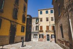 Stara retro ulica bez anyone w Włochy Wenecja w lecie Obrazy Royalty Free