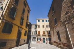 Stara retro ulica bez anyone w Włochy Wenecja w lecie Zdjęcia Royalty Free
