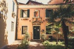 Stara retro ulica bez anyone w Włochy Wenecja w lecie Zdjęcie Stock