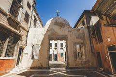Stara retro ulica bez anyone w Włochy Wenecja w lecie Obraz Royalty Free