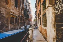 Stara retro ulica bez anyone w Włochy Wenecja w lecie Zdjęcie Royalty Free