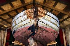 Stara rocznik łódź na ziemi wznawiać Obraz Royalty Free