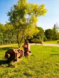 Stara rocznik pompa wodna w pięknym parku fotografia royalty free