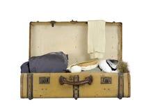 Stara rocznik walizki narta odziewa na bielu obrazy royalty free