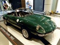 Stara samochód wystawa, Alfa Romeo Duetto w centrum handlowym Ateny, Grecja zdjęcia stock
