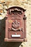 Stara skrzynka pocztowa na ścianie dom Obrazy Royalty Free
