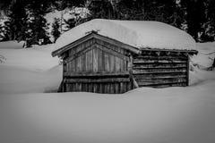 Stara snowbound kabina Fotografia Stock