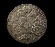 Stara srebna moneta na czarnym odgórnym widoku obrazy royalty free