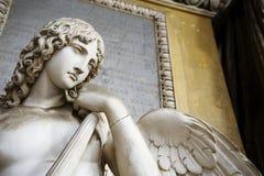 Stara statua anioł wśrodku monumentalnego cemete ry Certosa Di Bologna Fotografia Stock