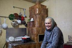 Stara szczęśliwa kobieta salowa Zdjęcie Royalty Free