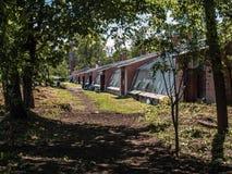Stara szklarnia w Alexandrovsky parku w Tsarskoe Selo w wiośnie w pogodnej pogodzie zdjęcie royalty free
