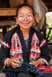 Stara Tajlandzka kobieta z dziwacznymi benclami Zdjęcia Royalty Free