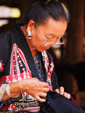 Stara Tajlandzka kobieta z wielkimi benclami Fotografia Royalty Free