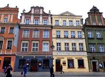Stara Targowego kwadrata architektura z kolorowymi budynkami Zdjęcie Stock