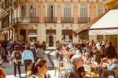 Stara ulica Malaga z turystą obraz stock
