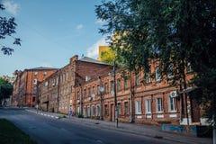 Stara Voronezh 20th rocznica komsomoł ulica Dziejowi domy czerwona cegła Obrazy Stock