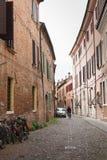 Stara wąska ulica centrum Ferrara, Włochy Zdjęcie Royalty Free