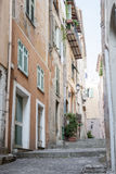 Stara wąska ulica w villefranche-sur-mer Zdjęcie Stock