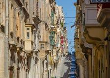 Stara wąska ulica europejski miasteczko Valletta, Malta (,) Obrazy Royalty Free