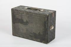 Stara walizka z gramofonową pozycją na białym tle Obrazy Royalty Free