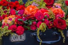 Stara walizka z kwiatami Obraz Stock