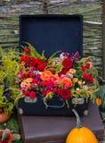 Stara walizka z kwiatami Obrazy Royalty Free